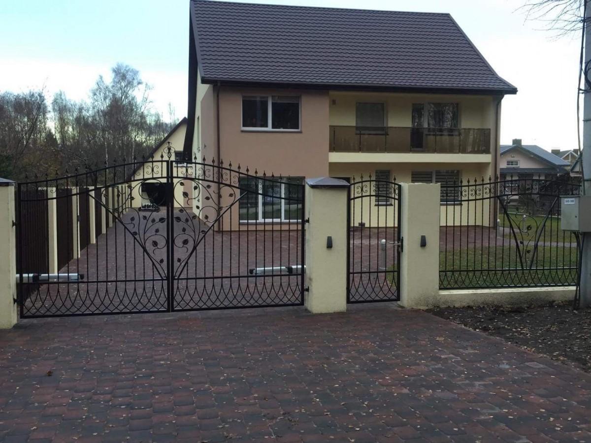 Tvoros, vartai