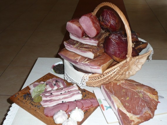 Marcinkevičių ūkis, kaimiški rūkyti mėsos gaminiai