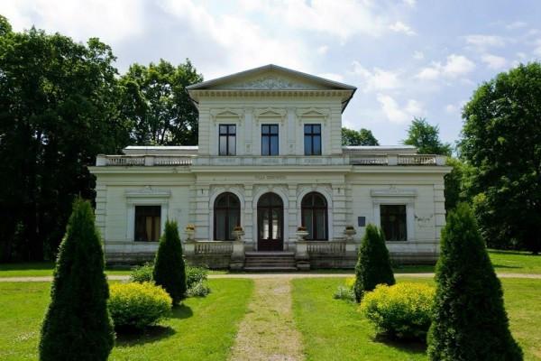 """Švėkšnos tradicinių amatų centras, """"Šilutės turizmo informacijos centras"""""""