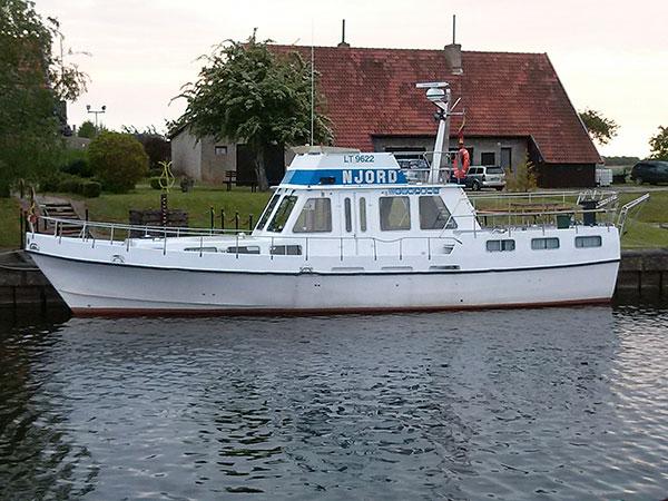 Iškylos laivais, D. R. Paulių sodyba