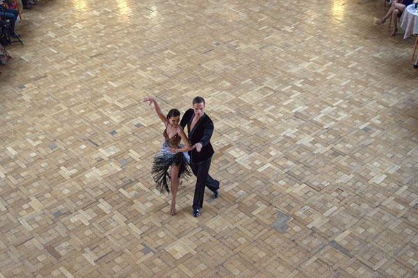 Aistra šokiui