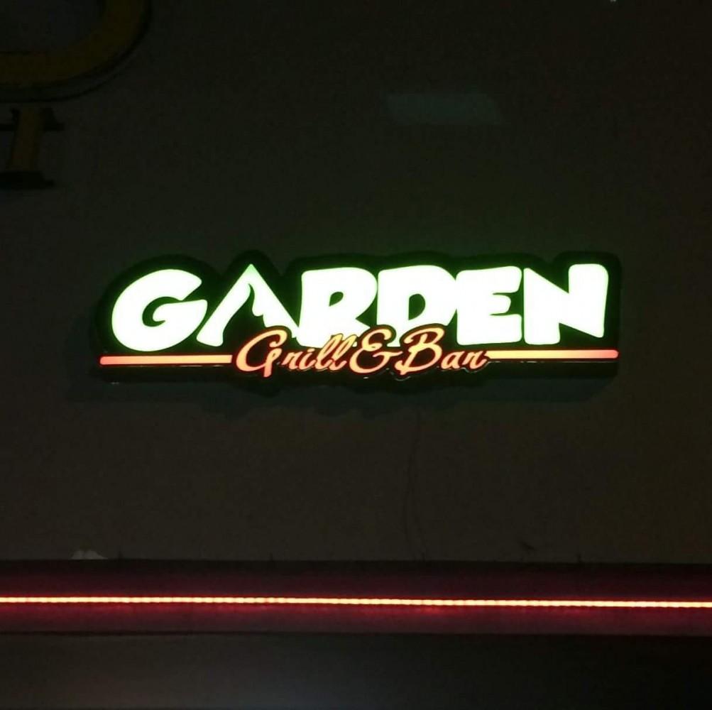 Garden grill bar