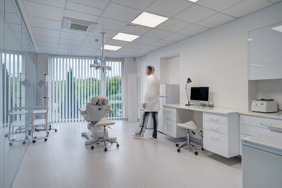 """Hair clinic, plaukų transplantacijos ir medicinos centras, UAB """"Medicinos grupė"""""""