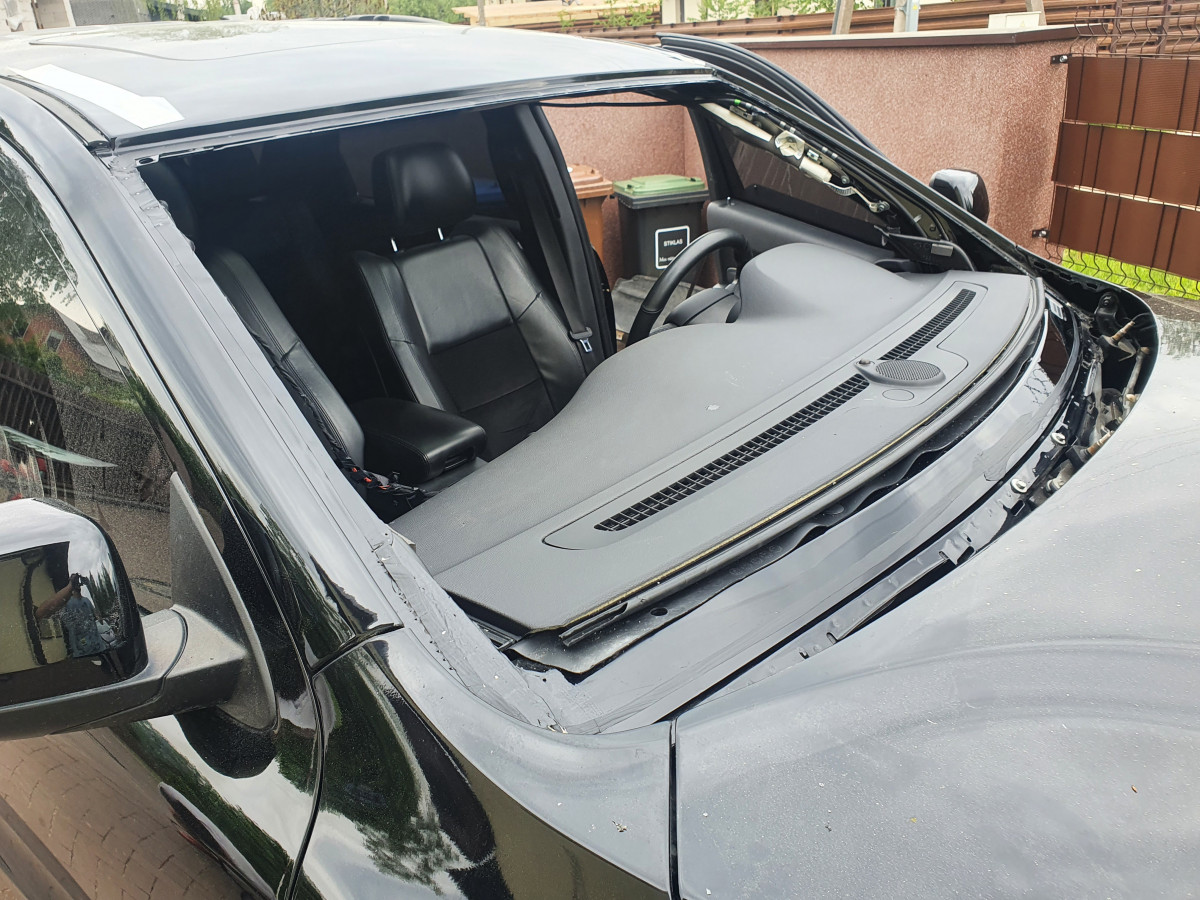 Stiklų keitimas automobiliams, MB