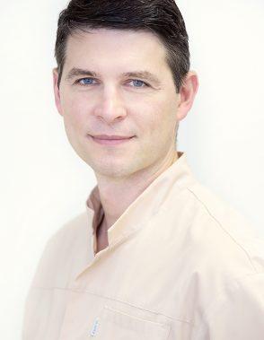 EDUARDAS KELBAUSKAS Gydytojas odontologas, endodontologas