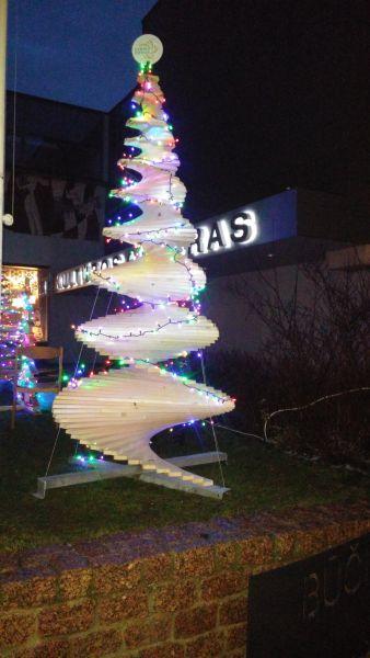 Kalėdinė medinė eglutė 1