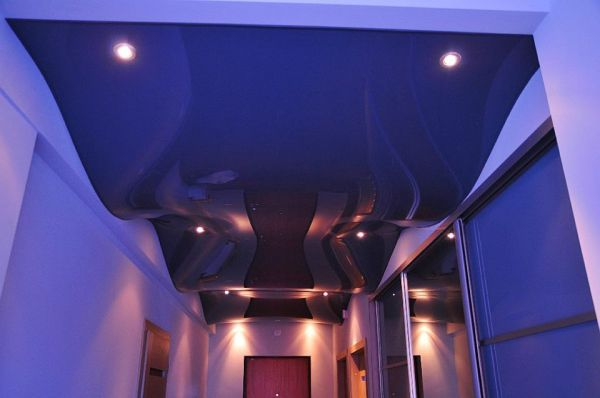 Blizgios įtempiamos lubos
