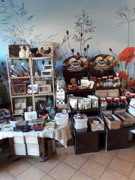 Ekologiškų arbatų bei saldainių prekyba.