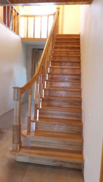 Laiptai iš medžio masyvo
