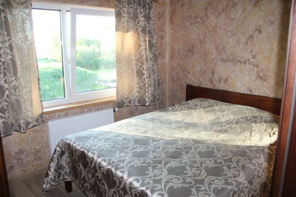 Miegamos vietos, kambariai: dviviečiai, triviečiai