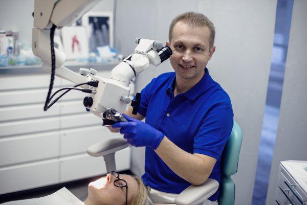 Dantų restauracija su mikroskopu