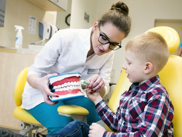 Vaikų ir paauglių odontologija