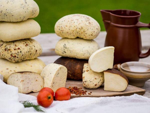 Lapkričio 9d. Degustacinė kelionė: latviški sūriai-česnakų gaminiai-karamelė