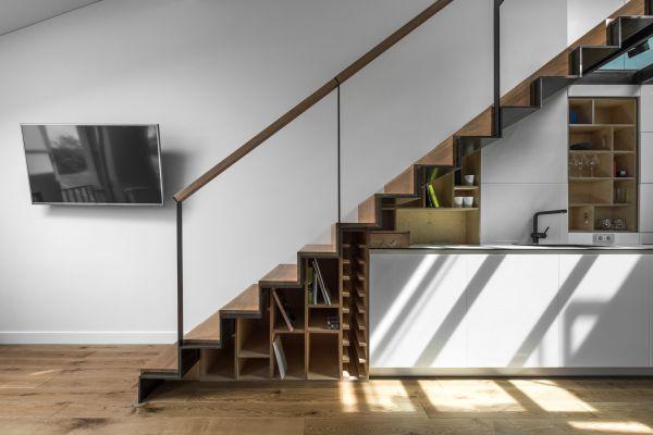 Laiptai ant metalinės konstrukcijos