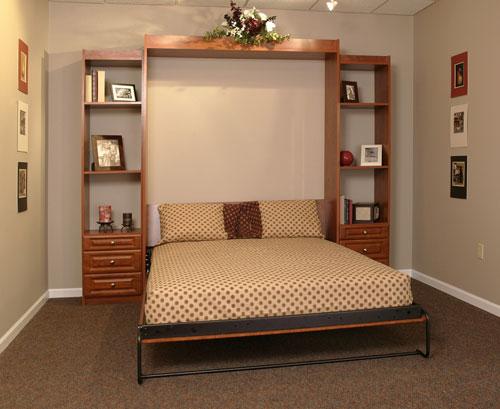 Pakeliamos lovos miegamajame -lova spintoje