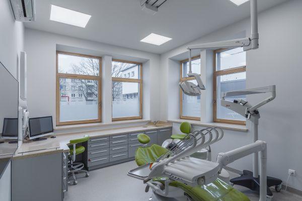 Dantų implantavimas