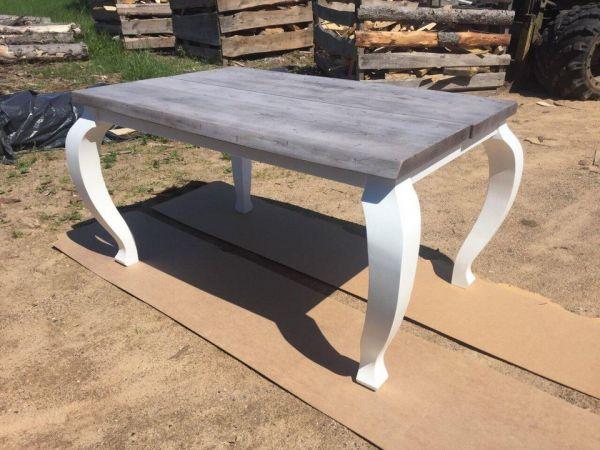 Išskirtinio dizaino medžio masyvo baldai