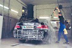Lengvojo automobilio plovimas be sausinimo