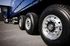 Krovininių automobilų ratų suvedimas, montavimas, remontas