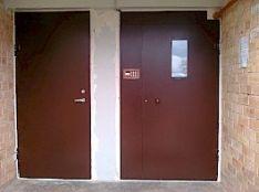Laiptinės ir rūsio durys.