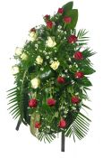 Geduo vainikas su baltomis ir raudonomis rožėmis