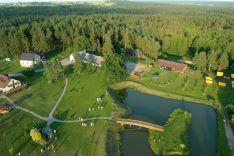 Skrebinų kaimo turizmo sodyboje rengiami - banketai, pobuviai, vestuvės, krikštynos, mergvakariai, bernvakariai.