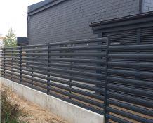 Modulinės. Horizontalių metalinių dailylenčių tvoros