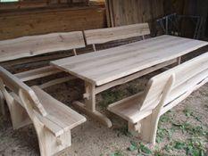 Stalai ir suolai