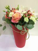 Gyvų gėlių puokštės vazonėliuose