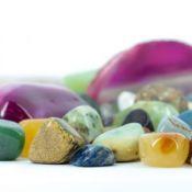 Natūralūs akmenys, pakabukai, apyrankės