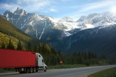 Krovinių gabenimas tentinėmis puspriekabėmis