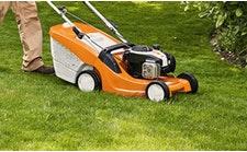 Vejos pjovimo robotai, vejapjovės, traktoriukai ir vejos aeratoriai