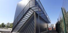 Metaliniai laiptai, turėklai.