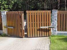 Slenkami, varstomi vartai