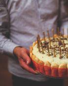 Maistas gimtadieniams. Užkandžiai, saldieji gaminiai