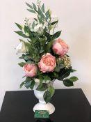 Dirbtinų gėlių puoštės