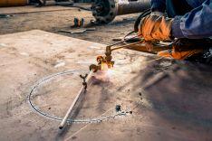 Metalo apdirbimas, lankstymas, karpymas, tekinimas