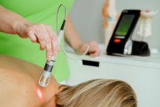 Ūmaus skausmo šalinimas K-Laser lazeriu per1-2d. Priimsime tą pačią dieną.