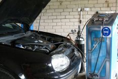 Automobiliu kondicionavimo sistemos pildymas kondicionieriu diagnostika