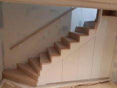 Praktiška erdvė po laiptais