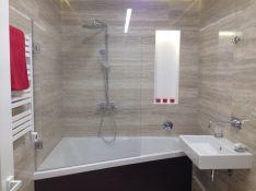 Stiklinės dušo pertvaros, vonios sienelės