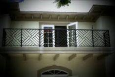 Metaliniai balkonų turėklai
