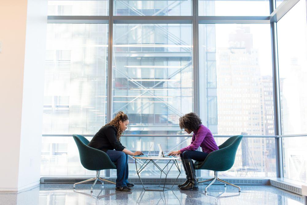 Kaip išvengti sveikatos sutrikimų, jei dirbate sėdimą darbą?