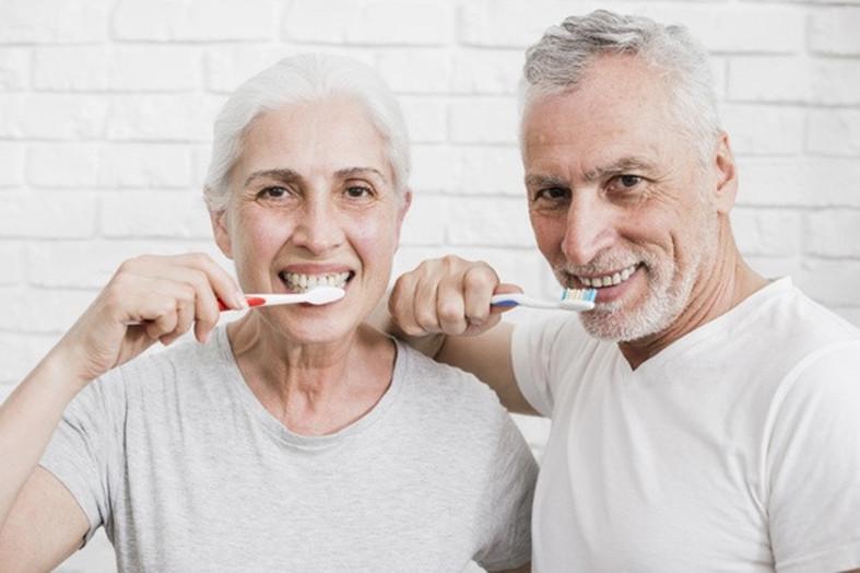 Kaip prižiūrėti dantis ir dantenas?