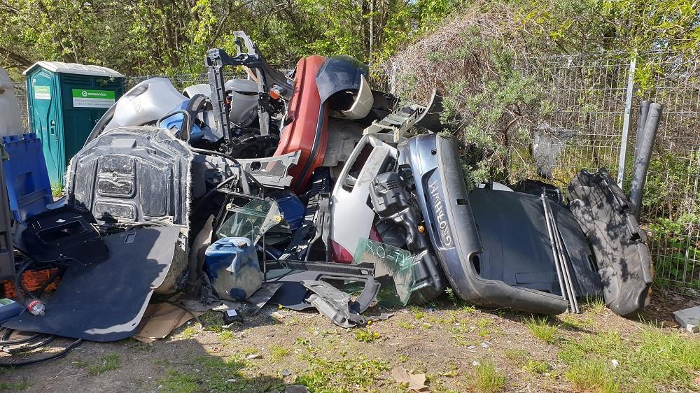 Iš gyventojų kišenės – iki 10 mln. eurų už automobilių beverčių atliekų sutvarkymą