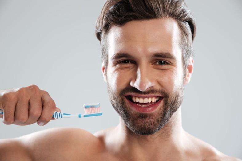 Dantų balinimas : ar natūralios priemonės visada yra geriausia išeitis?
