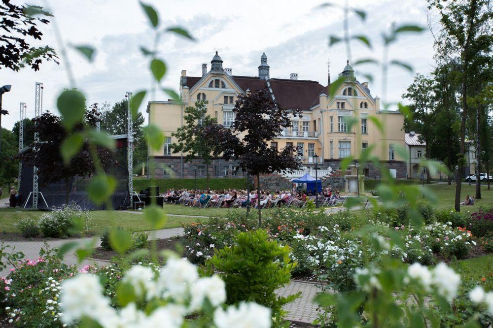 Liepos 6-ąją šiauliečiai rožių apsuptoje Chaimo Frenkelio viloje pradės vasaros festivalį