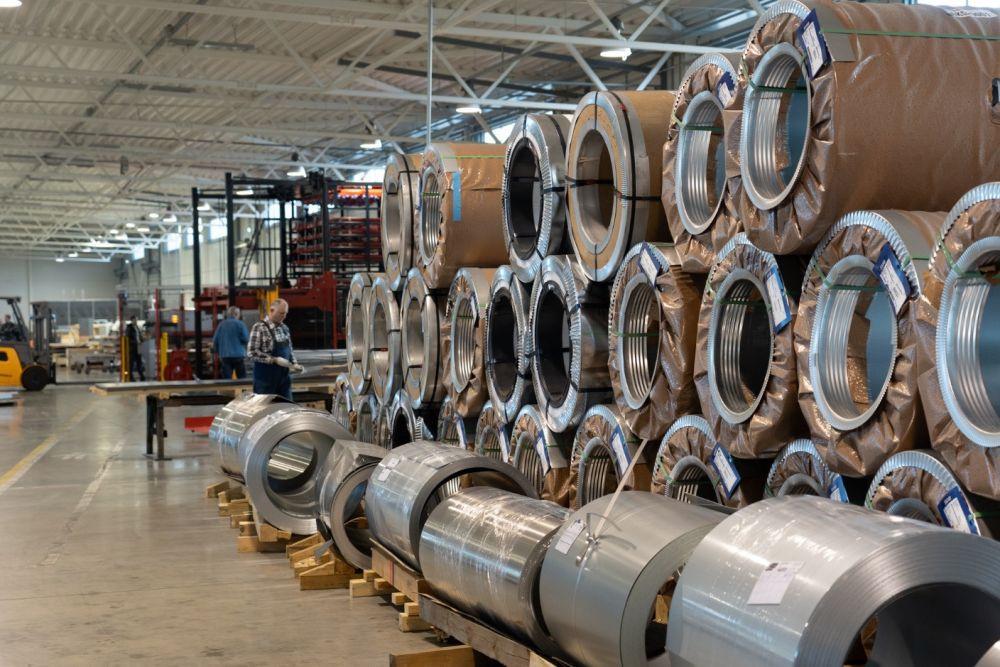 Fasado elementai iš aliuminio ir plieno: savybės, priežiūra, panaudojimas ir kainos