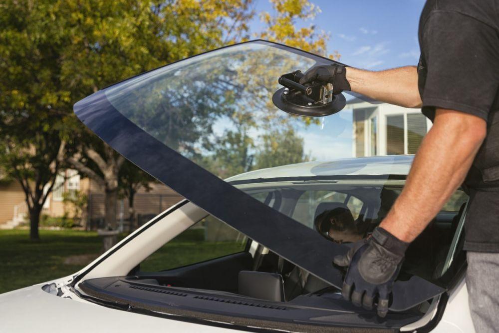 Automobilio stiklo keitimas – kada susirūpinti?