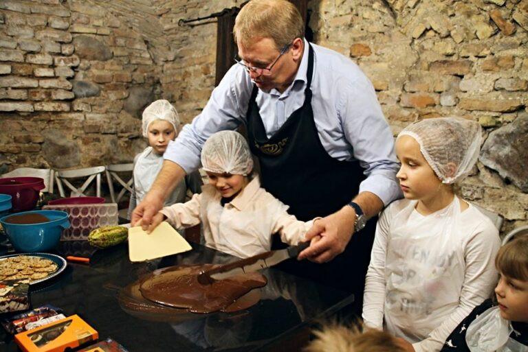 Saldžiosios pramogos AJ Šokolado skulptūrų muziejuje